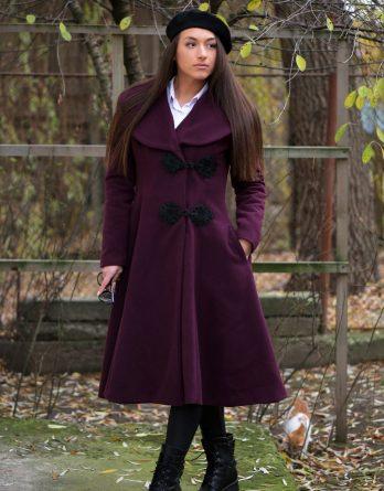 palton mov de damă croit manual, cu o lungime medie